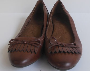 Bass Vintage Inspired Brown Leather Loafers Size 8