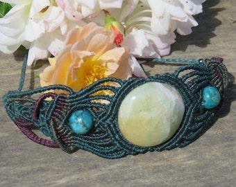 Intricate macrame bracelet with Onyx