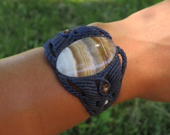 Blue macrame bracelet with semi precious stone