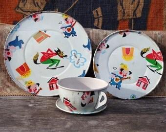 Vintage Tin Toy Tea Set - The Three Little Pigs