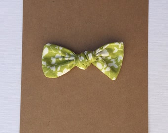 Knot Fabric Hair Bow-- Headband or Hair Tie-- Green + White Floral