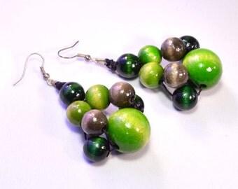 wooden earrings grey in green