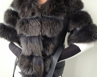 Vest coat of fox fur and genuine leather S-M