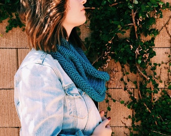 Chunky Knit Cowl Scarf / the CAFFE LATTE / Sky Blue