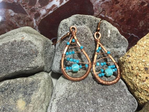 Copper wire tear drop earrings, copper wire blue czech beaded earrings, handmade copper wire earrings, hammered copper wire earrings