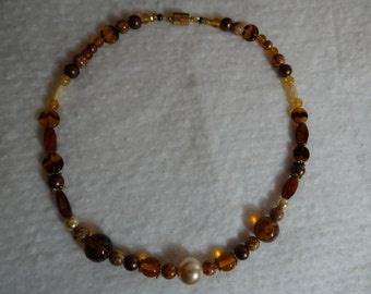 Glass pearl and bead necklace