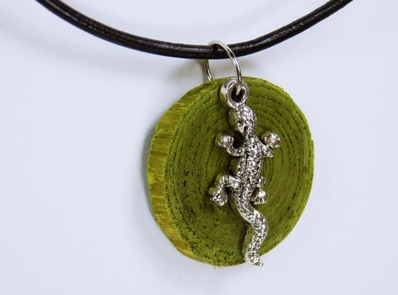 Necklace Gecko Lizard made of green olive wood with silberfabener lizard on black leather bracelet green wood Gecko