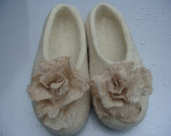 Felted slippers Women , handmade felt slippers, wool shoes, slippers with roses, Eco