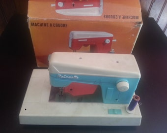 "Machine sewing ""MA COUSETTE"" old toy in box"