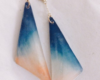 Triangle chain triangle earrings -orange and blue-