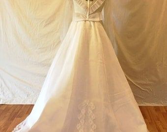 Bridal Originals Size 12 1970s Vintage Wedding Gown Complete with Veil and 9ft Detachable Train - Very Good Condition