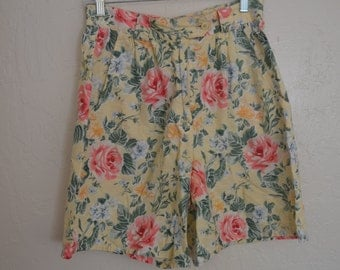 vintage 90s floral high waisted shorts in yellow