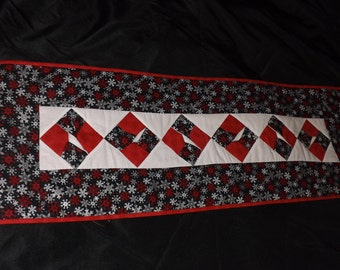 Holiday Snowflake TwistedTable Runner