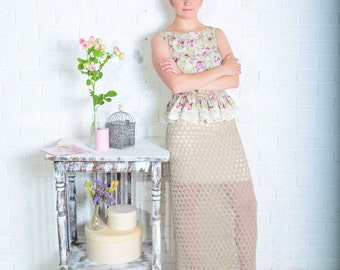 "The image of the ""Dried flowers"": pointelle knit skirt and cotton top with lace"