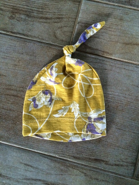 Baby hat 0-3 mos knot at top, pull on, stretch knit, gold purple, Matches Newborn layette gown
