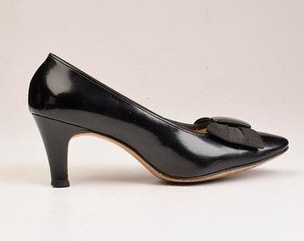 10% Off sz 6 Vintage 60s Black Patent Leather Closed Toe Pumps Heels Shoes Grosgrain Bow