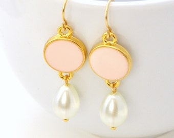 Brass earrings with pearls, pink