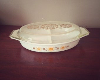 Vintage Town and Country Pyrex Divided Dish with Replacement Lid