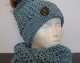Tuque and wool, turquoise, Pompom recycled fur infinity scarf (snood)