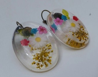 Floral lucite earrings // Vintage reproduction earrings // 50s style