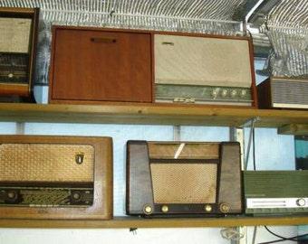 Lot of vintage tube radios-------------Lot of vintage tube radios