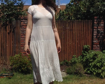 1920s Perfect White Cotton Lawn Embroidered Flapper Dress // small