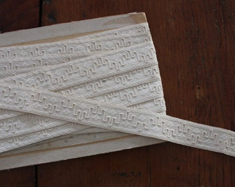 Vintage New-Old Stock Embroidered Ivory Trim