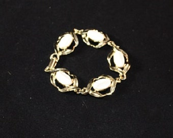 Vintage White Thermoset Bracelet, Gold Plated, 7 inches, 313196