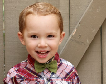 Felt Bow Tie, Child or Adult Wool Felt Bow-Tie, Bowtie on Alligator Clip, Large Felt Bowtie