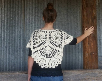 Convertible crocheted capelet