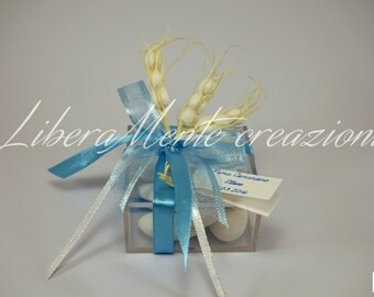 Box in plexiglass door confetti decorated with satin ribbons and 3 ears of corn
