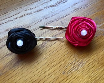 Set of two Rosette Bobby Pins in black and dark pink