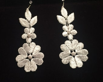 Hanging Flower Venise Lace Earrings with Pearls