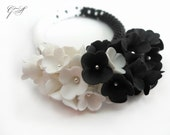 Beaded jewelry Jewelry from polymer clay Beaded bracelet Black beaded bracelet Black and white bracelet Floral bracelet White flowers Gift