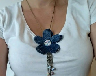 Long necklace. The handmade. Jean flower