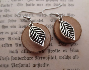 Wooden leaf earrings of woodeaf earrings