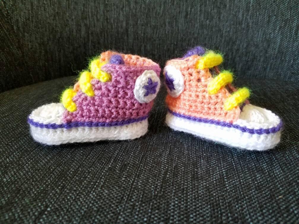 Thread Crochet Baby Converse Pattern Free : Crochet baby converse booties.