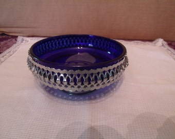 Vintage Cobalt Blue Glass Dish with silver plated Metal Frame, (# 336/12)