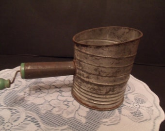 Vintage Bromwells 5 cup Measuring Sifter (#491/17)