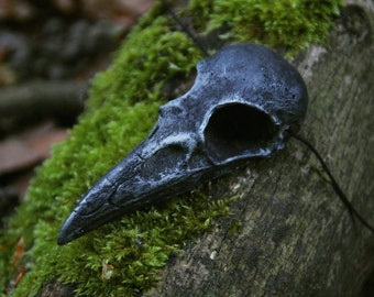 Raven skull necklace made of resin