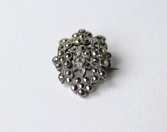 Vintage, sterling silver marcasite brooch. Wreath, fluer, flower detail marcasite brooch.