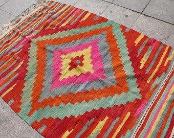 Pink hand woven turkish kilim rug - 6 x 4 ft