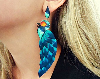"""One ear earring, in polymer clay, a brazilian """"arara azul"""" bird, the other side is a little ball as complement."""