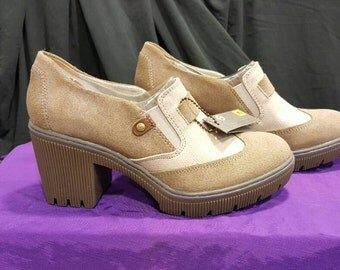 Caterpillar Platform Oxford Woman's size 9.5  Two Toned Oxford Taupe and Tan  never worn Comfortable Shoe  Platform Shoe  Retro 70's Style