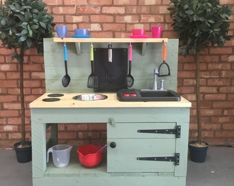 Willow Green Deluxe Mud Kitchen