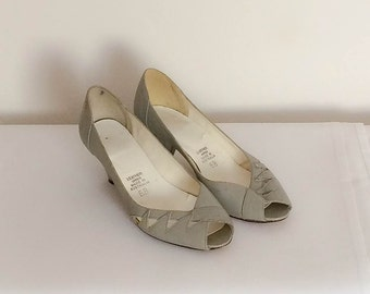 1980s Light Grey Kitten Heels Vintage
