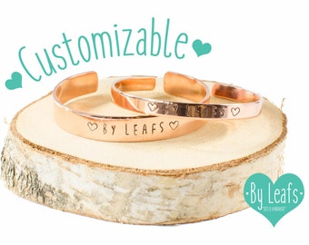 Gepersonaliseerde armband - Slagletter armband - Gestempelde armband - Armband met eigen tekst - Cuff armband - Rose kleur