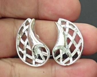 CLOSEOUT  vintage clip earrings /bq1