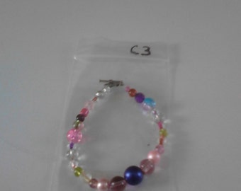 Bracelet with multicolored rectangular and round flat beads c3