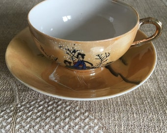 Cup and saucer in very fine porcelain from China.